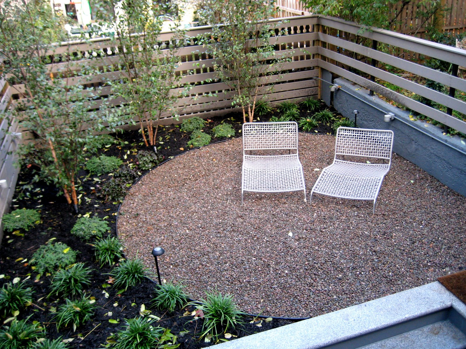 Secret landscaping home landscaping designs using gravel for Garden designs using pebbles