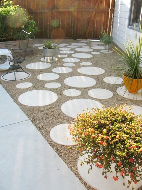 Housepet patio garage side aug15 m o d f r u g a l for Garden designs with stone circles