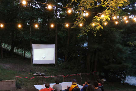 modfrugal outdoor movie night