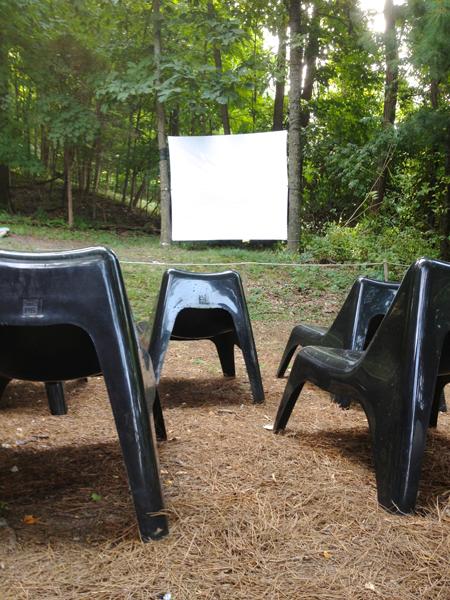 modfrugal outdoor movie night